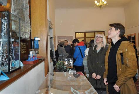 2 Reprezentanţii Fundaţiei și Muzeului Petrolului...