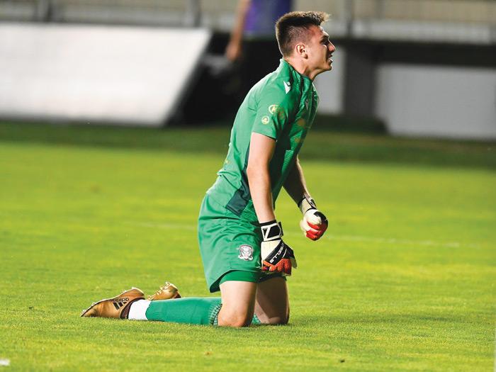 Portarul împrumutat de Astra la Rapid, Popa, va rămâne în istoria acestui meci - a apărat două penaltiuri, primind cartonaş roşu!